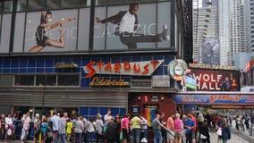 爱伦的星尘号吃饭的客人在时代广场,纽约 免版税库存照片