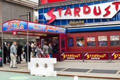 爱伦的星尘号吃饭的客人时代广场 库存图片