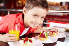 爱吃甜品的胃口 免版税库存照片