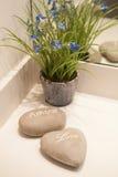 爱和大气浪漫石头在温泉旅馆里 免版税库存照片