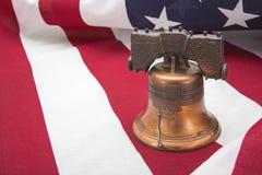 爱国独立钟的美国国旗 库存照片