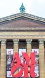 爱在天空,在美术馆附近的amor中在费城 库存照片