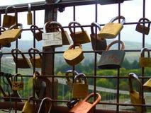 爱在篱芭,布里斯托尔,英国的锁 免版税库存照片