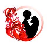 爱在红色花卉圈子的夫妇剪影 免版税库存照片