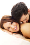 年轻爱夫妇在床上 库存照片