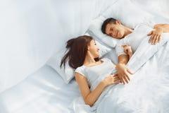 爱夫妇在床上 图库摄影