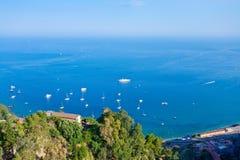 爱奥尼亚人最近的海运西西里岛 免版税库存图片