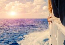爱奥尼亚海地平线,从希腊ferryboa的一个露天甲板的一个激动人心的景色 图库摄影
