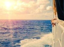 爱奥尼亚海地平线,从希腊ferryboa的一个露天甲板的一个激动人心的景色 免版税库存照片
