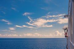爱奥尼亚海地平线,从希腊ferryboa的一个露天甲板的一个激动人心的景色 库存照片