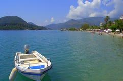 爱奥尼亚海海岸夏天视图,希腊 免版税库存照片