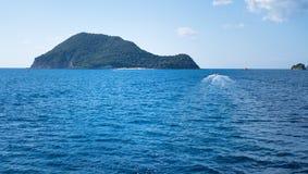 爱奥尼亚海的Marathonisi海岛 免版税库存图片