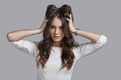 爱她的头发 免版税图库摄影