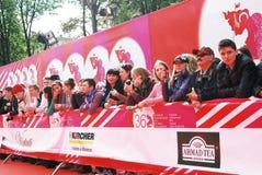 爱好者在XXXVI莫斯科国际影片竞赛等待名人 免版税图库摄影