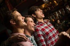 爱好者的画象在酒吧的 图库摄影