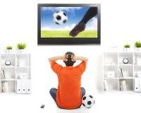 爱好者观看的足球赛和感到紧张 免版税库存照片