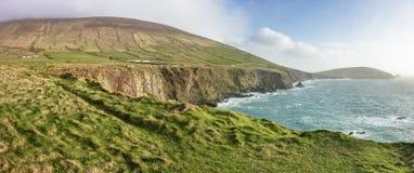 爱尔兰海岸线风景看法在凯利,爱尔兰 免版税库存照片