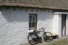 爱尔兰盖的村庄在Connemara,爱尔兰 免版税图库摄影