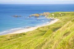 爱尔兰风景在北爱尔兰安特里姆郡-团结的国王 免版税图库摄影