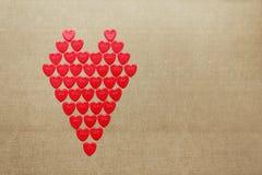 爱心脏由许多小心脏做成 免版税库存照片