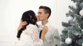 爱恋的夫妇少年和圣诞节 影视素材