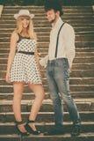 爱恋的挥动在台阶的夫妇减速火箭的样式 库存图片