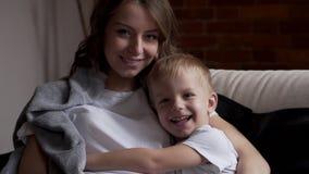 爱恋的母亲儿子 股票视频