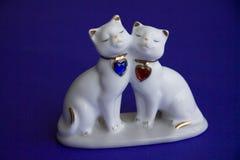 爱恋的猫黏土小雕象 库存图片