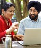 爱恋的资深印地安夫妇 免版税库存图片
