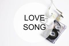 爱情歌曲背景om卡型盒式录音机磁带形状心脏 库存照片