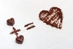 爱惯例概念 两块巧克力糖做对巧克力的大爱 库存照片