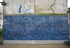 爱或Le mur des je t清早` aime墙壁  免版税库存图片