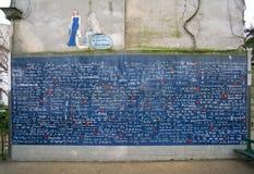 爱或Le mur des je t清早` aime墙壁  库存照片