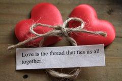爱是一起栓我们全部的螺纹 免版税图库摄影