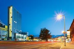 爱沙尼亚塔林 现代办公室建筑学摩天大楼大厦夜视图在晚上 库存照片