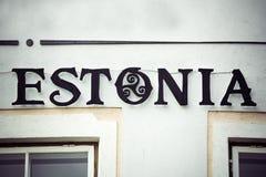 爱沙尼亚签到在首都塔林的装饰铁器 免版税图库摄影