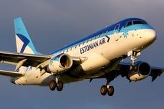 爱沙尼亚语空气巴西航空工业公司ERJ-170STD着陆在谢列梅国际机场 库存照片