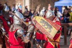 爱沙尼亚,塔林- 2016年6月04日, :老塔林杯国际历史剑战斗的比赛 免版税库存照片