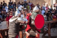 爱沙尼亚,塔林- 2016年6月04日, :老塔林杯国际历史剑战斗的比赛 免版税库存图片