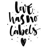 爱没有标签 与心脏和小点装饰的同性恋自豪日被隔绝的简单的黑书法词组 皇族释放例证