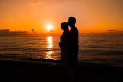 爱浪漫场面结合伙伴在日落 库存图片