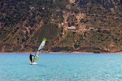 爱琴海的风帆冲浪者 库存照片