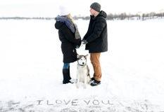 爱的声明在雪和西伯利亚爱斯基摩人的 免版税库存图片