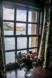 爱莲・朵娜天空苏格兰视图城堡小岛开花窗口 免版税库存照片
