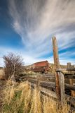 爱达荷农场的生锈的老谷仓晚秋天的 免版税库存照片