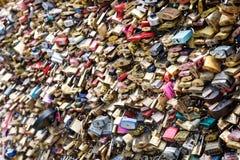 爱锁在巴黎,法国 免版税库存照片
