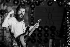 爱音乐 有胡子戏剧电吉他乐器的音乐家 图库摄影