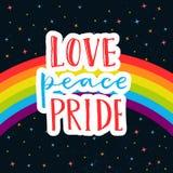 爱,和平,自豪感 在彩虹游行旗子的词在与星的黑暗的天空 同性恋自豪日说为贴纸, T恤杉和 皇族释放例证