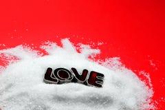 爱从曲奇饼套用信函的正文消息在糖 免版税库存照片