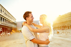 爱-浪漫夫妇在威尼斯,圣马可广场 免版税库存照片